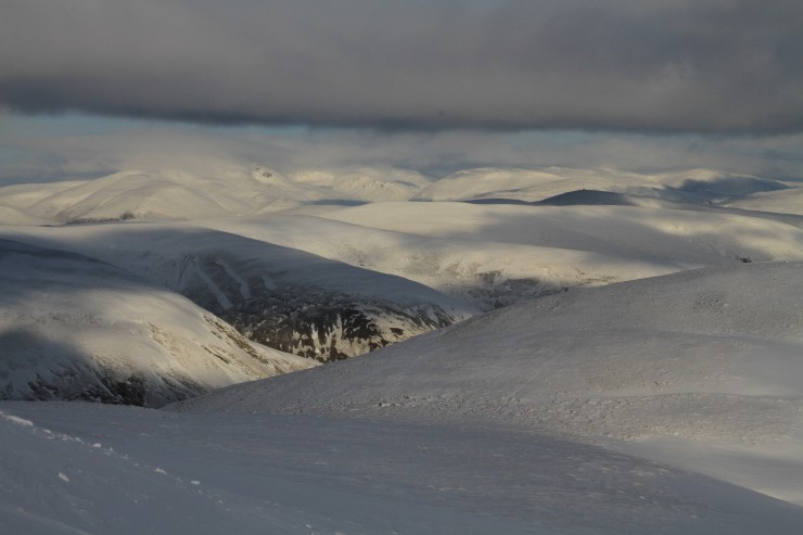 Looking to main Cairngorms. still reasonable cover on these aspects.
