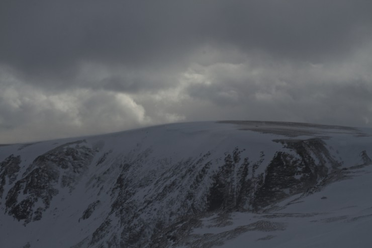 Little Glas Maol. Rapidly forming cornices.