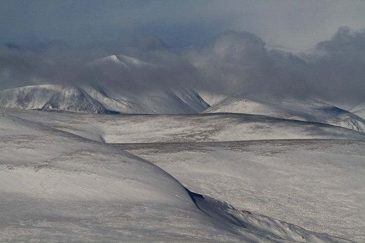 Good cover on these aspects towards Cairn Toul.