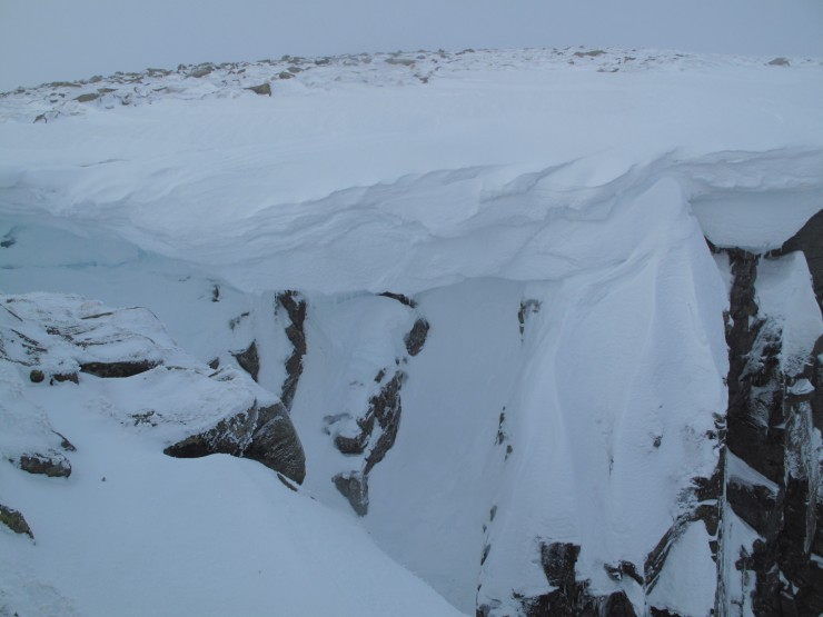 Usual cornices present over some routes