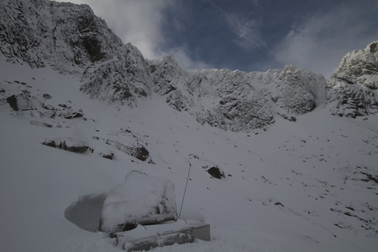 Fresh snow overnight, gave the crags a wintry look. Small avalanches down some gullies.
