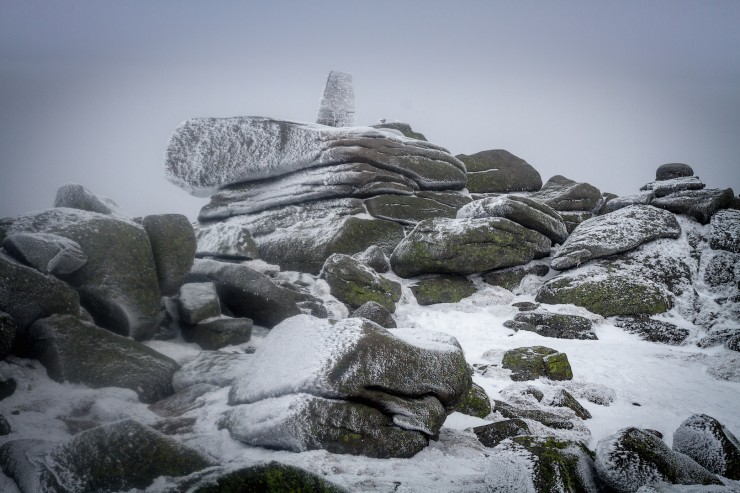 The summit today. Some hoar forming on the rocks.