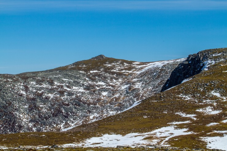 The Stuic, right and the summit of Lochnagar,  Carn cac Beag.
