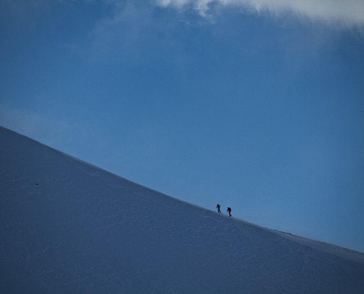The Blue Room. 2 skiers make their way up the ridge.
